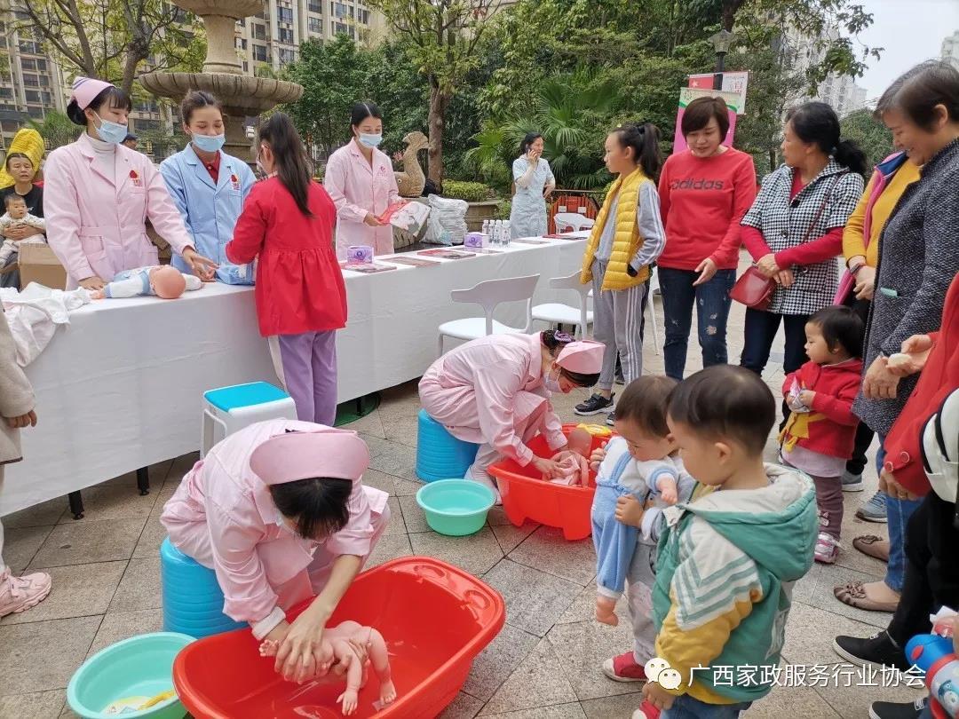 """广西家协携手会员单位 """"专注母婴、关爱家庭""""三八女神节进社区活动圆满结束!"""